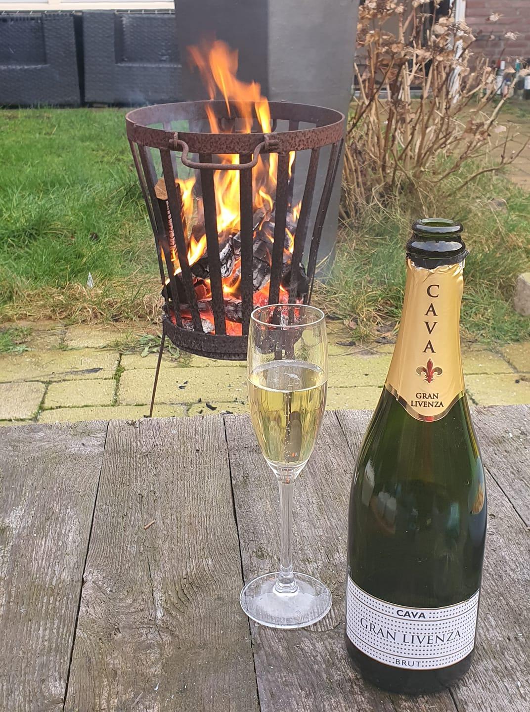 nieuwjaar vuurkorf vuur champagne